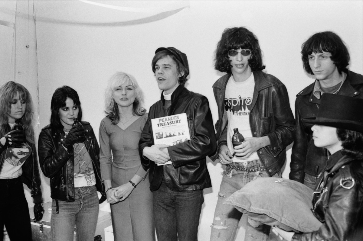 Joey Ramone Hijos: 7 Timeless Style Lessons From Debbie Harry